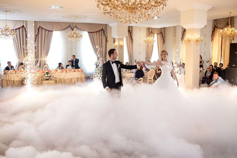 تجربه چند لحظه هیجان؛ ورود عروس و داماد به سالن