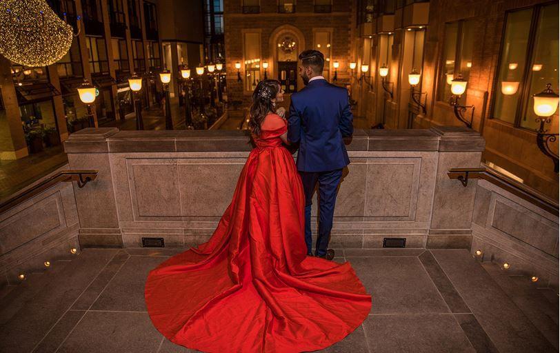ورود عروس و داماد به سالن