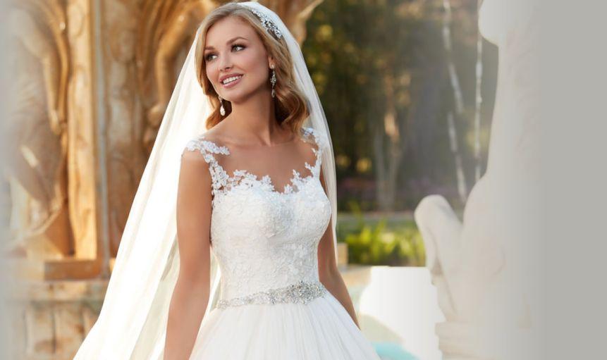 انتخاب لباس عروس ؛ داخلی یا خارجی؟