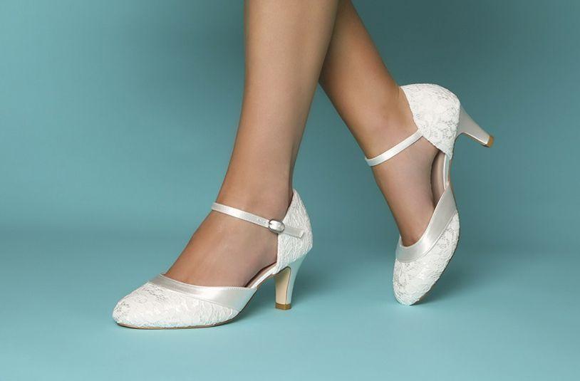 همه چیز درباره خرید کفش عروس با قیمت مناسب